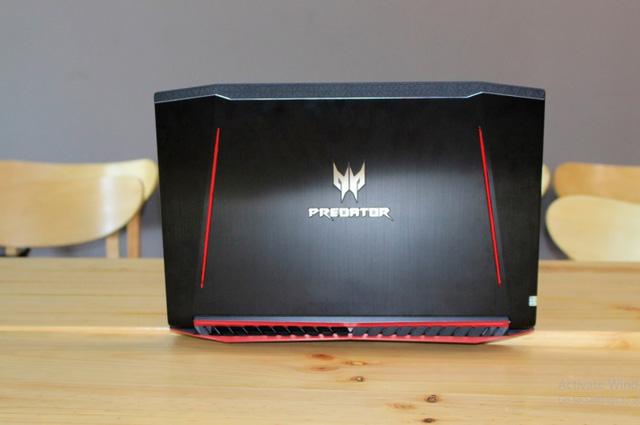 Predator-Hellios-300